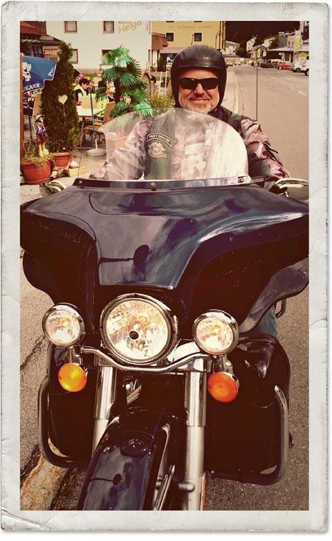 Glücklicher Harley® Fahrer