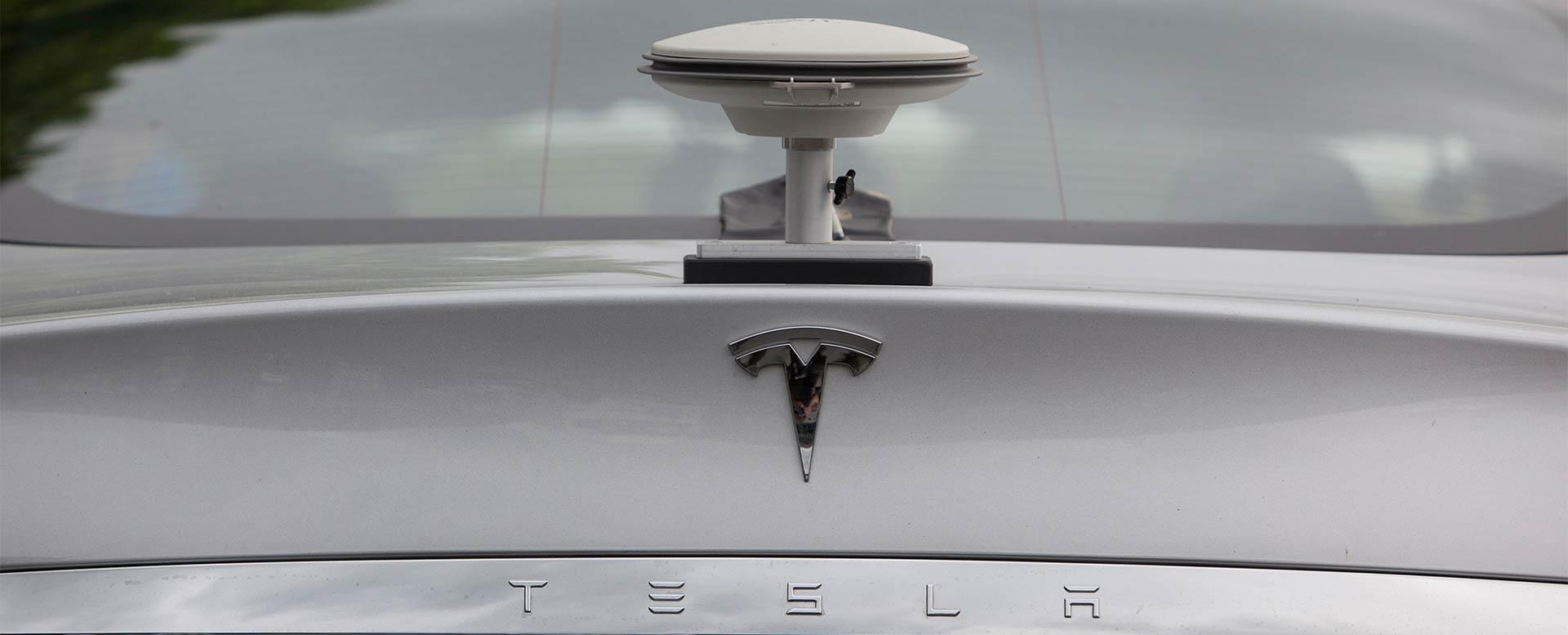GPS-Antenne für Elektroauto von Tesla Motors, Model S, für autonomes Fahren