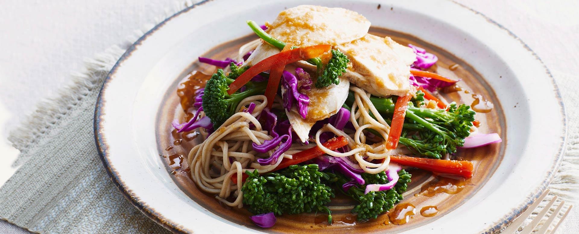 Sobanudelsalat mit Hähnchen und Gemüse glutenfrei