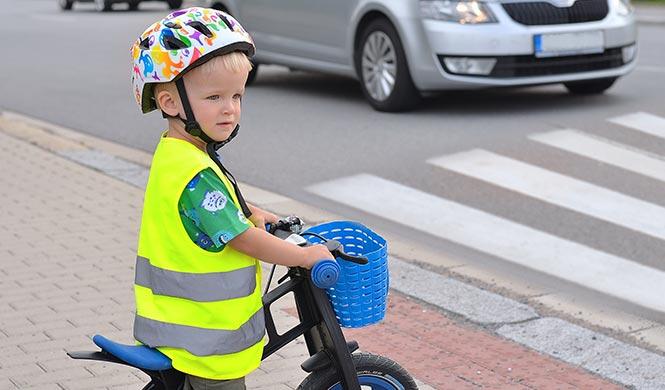 Warnweste für Kinder im Straßenverkehr