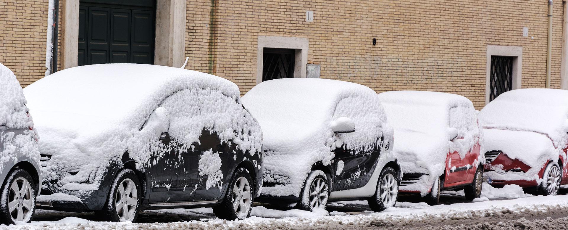 Dachlawinen können Schäden an Autos verursachen