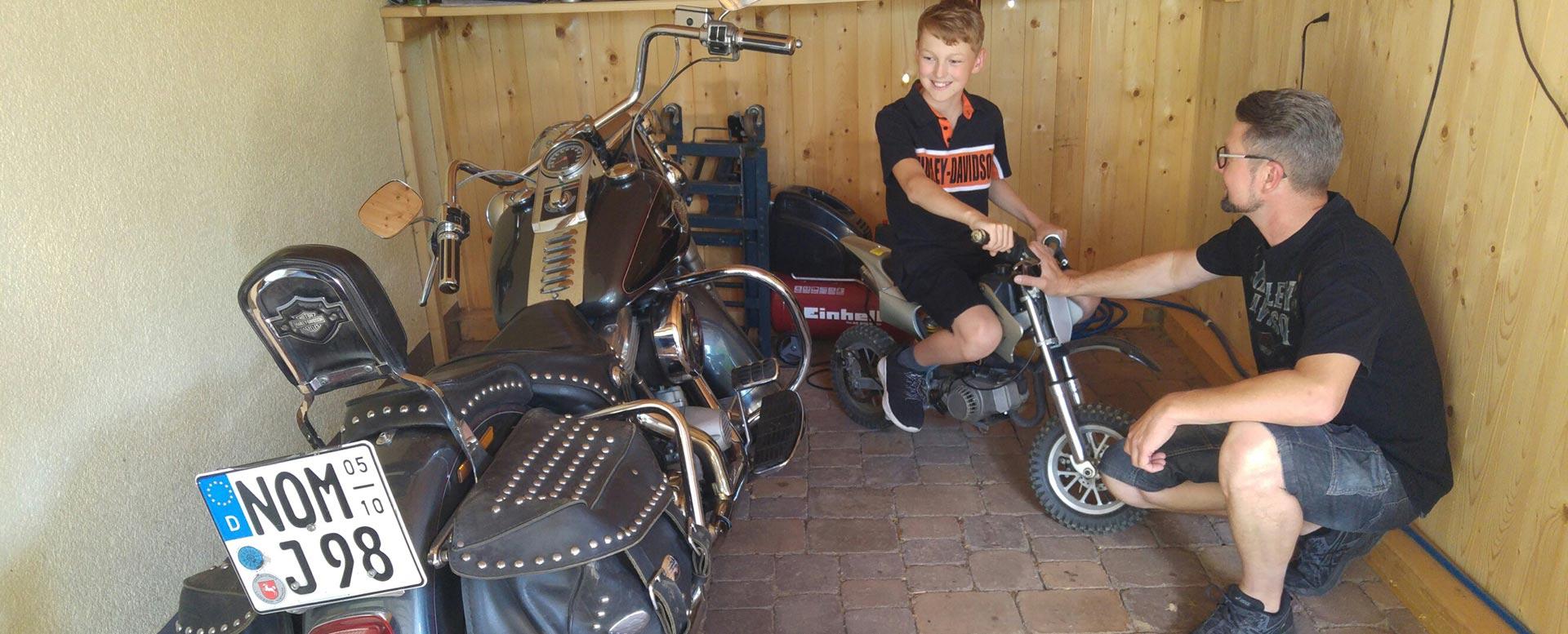 Harley-Touren von Vater und Sohn