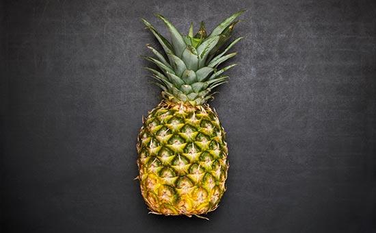 Ananas zupfen