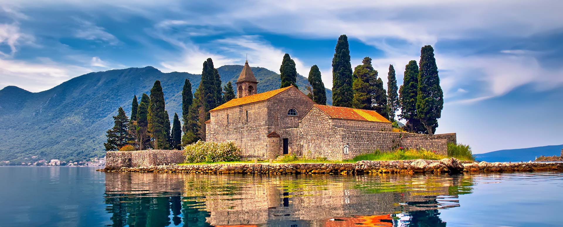 Benediktinerkloster auf der Insel Sveti Djordje (St.-Georg-Insel) in der Bucht von Kotor