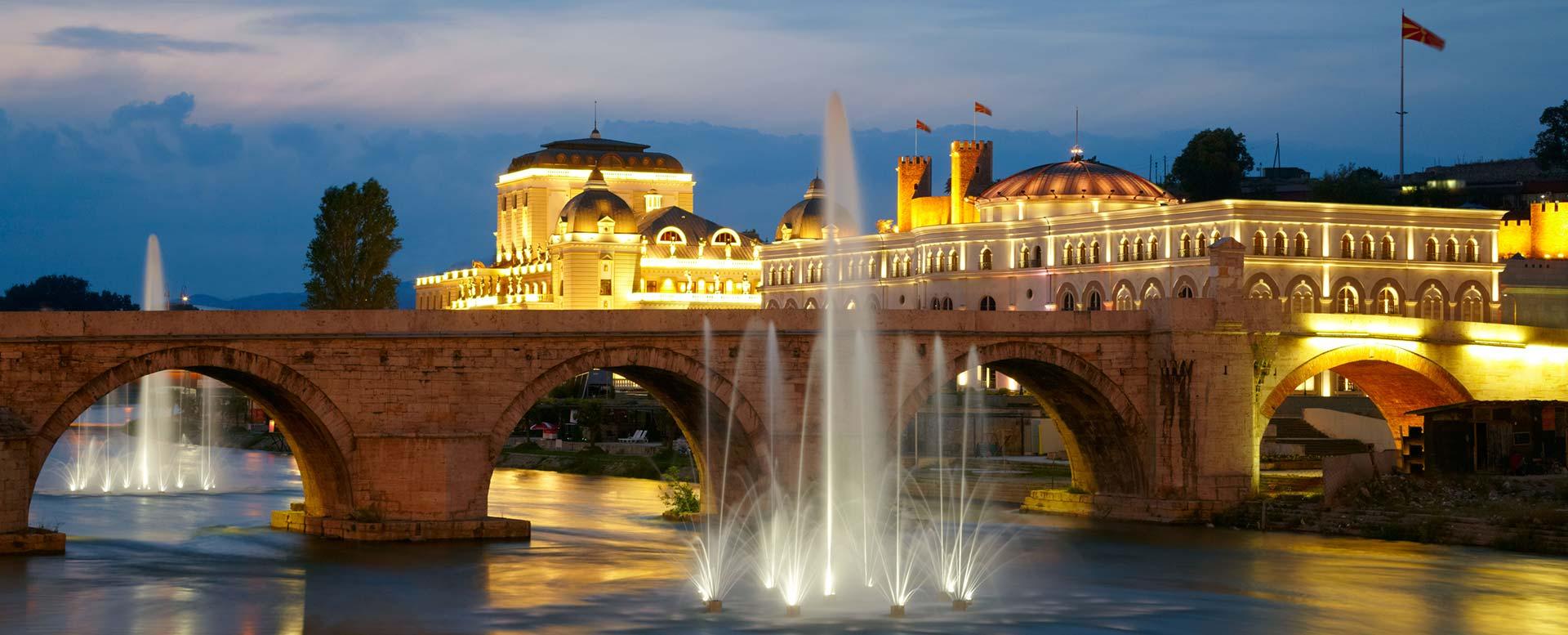 Brücke über den Fluss Vardar in Skopje
