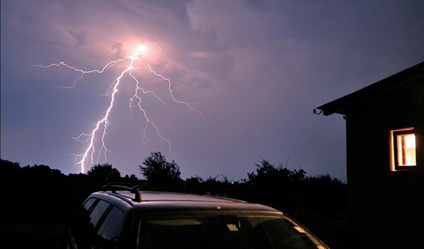Blitzeinschläge im Auto